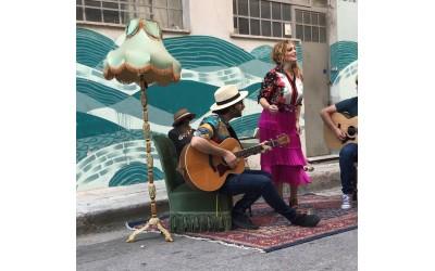 Η Ελεονώρα Ζουγανέλη σ' ένα Street Performance LIVE στο Granny's House!
